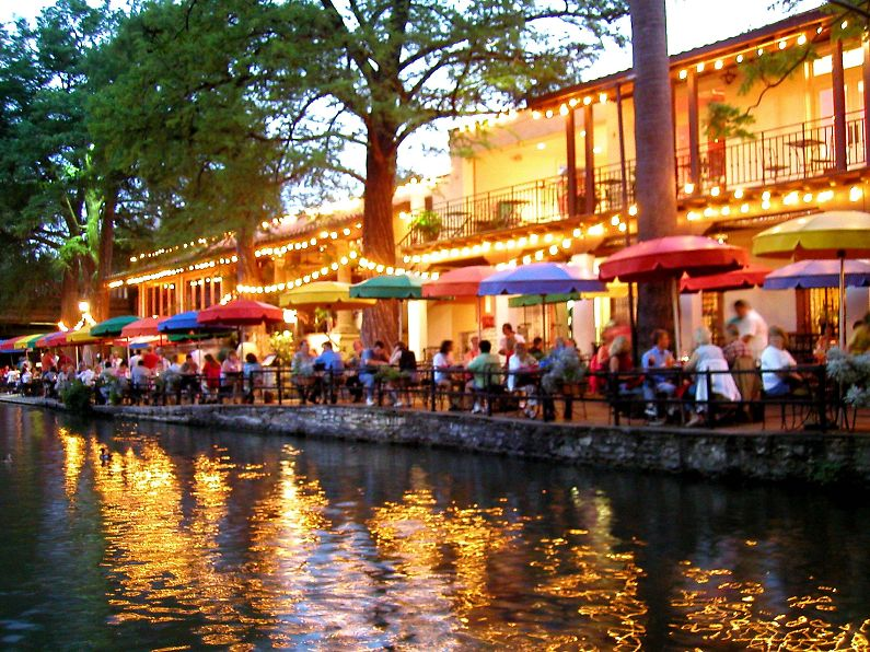 Texas san antonio illuminated river walk for Dining near at t center san antonio